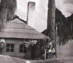 Uralské rozprávky 1-7, 7 x 28´, 1976 1. Iskierka-čipierka 2. Tajutkino zrkadlo 3. Strieborné kopýtko 4. Zemekľúč  5. Studnička starenky Belásky 6. Daniluško7. Vládkyňa Medeného vrchu