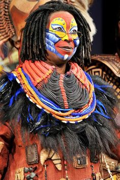 The multi-award-winning Whoopi Goldberg makes a series of of cameo appearances in The Lion King. Whoopi shares the audience's enthusiasm for the talented cast. Musical Rey Leon, Lion King Musical, Lion King Broadway, Rafiki Costume, Lion King Costume, Lion King Play, Lion King Jr, Theatre Costumes, Musical Theatre