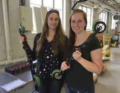 NORGES FØRSTE: NTNU-studentene Malin Victoria Granheim (t.h.) og Olga Ogorodnyk står bak landets første Learning Factory.foto: kjetil Lysengen
