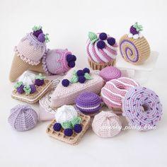 Crochet Cake, Crochet Fruit, Crochet Food, Crochet Crafts, Yarn Crafts, Crochet Projects, Kawaii Crochet, Crochet Bunny, Cute Crochet