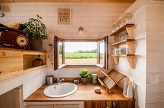 the odyssee tiny house 007 This is The Odyssee Tiny House on Wheels. It's built by Baluchon Tiny Houses in France. The Odyssee Tiny House Tiny House Company, Tiny House Plans, Tiny House On Wheels, Small Home Office Furniture, Tiny House Furniture, Layouts Casa, House Layouts, Small Room Design, Tiny House Design