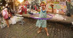 Em Pinheiros uma rua aberta para crianças e famílias brincarem
