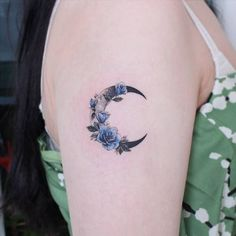 37 Enchanting Moon Tattoo Designs And What They Mean - My list of best tattoo models Girly Tattoos, Top Tattoos, Pretty Tattoos, Beautiful Tattoos, Body Art Tattoos, Small Tattoos, Sweet Tattoos, Unique Tattoo Designs, Moon Tattoo Designs