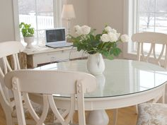 white round table & Chairs