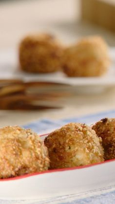 Upgrade your regular appetizers by whipping up these delicious popper made from everyone's favorite seafood! Crab Cake Poppers, Crab Recipes, Crab Cakes, Dips, Muffin, Food And Drink, Appetizers, Lifestyle, Cooking