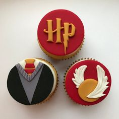 Goat Cheese Cake with Hazelnut, Easy and Cheap - Clean Eating Snacks Harry Potter Torte, Harry Potter Desserts, Harry Potter Cupcake Toppers, Harry Potter Cupcakes, Cumpleaños Harry Potter, Harry Potter Birthday Cake, Fondant Cupcake Toppers, Cupcake Cakes, Harry Potter Baby Shower