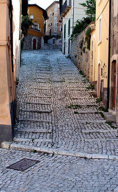 Costa Masciarelli, L'Aquila province ABRUZZO region Italy   AHH THOSE COBBLESTONES!
