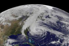 Louragan Sandy photographié par la NOAA le 28 octobre 2012. (Crédit : NOAA/NASA)