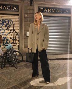 parisian chic on a budget — fikus Look Fashion, Korean Fashion, Autumn Fashion, Fashion Outfits, Womens Fashion, Fashion Trends, Casual Outfits, Minimal Fashion, Timeless Fashion