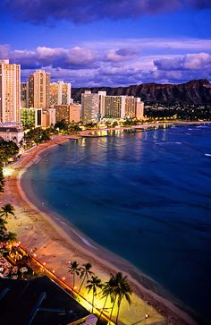 Waikiki Beach (Diamond Head crater on right), Honolulu, Oahu, Hawaii