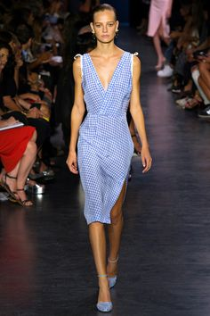 Altuzarra Spring 2015 RTW – Runway – Vogue. Cobalt gingham for Spring/Summer 2015. Here's a look we can't wait to try. #nyfw #bluegingham #ss15