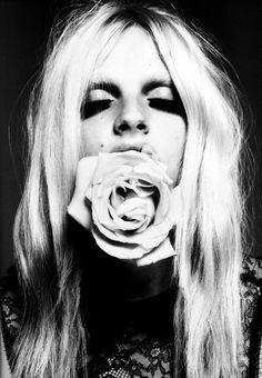 Andrej Pejic Pho­tographer Mert & Mar­cus | Vogue Paris.  #flower #floral #spring #springtime #unisex #photography #fashion #model #blonde #male #female