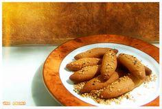una cucina: Νηστίσιμα κουλουράκια πορτοκαλιού, τρυφερά και νόστιμα Sweets Recipes, Cooking Recipes, Desserts, Greek Cooking, Greek Recipes, Pretzel Bites, Crackers, Crockpot, Biscuits