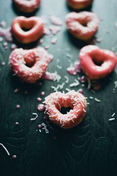 Mini Heart Valentine Donuts, Pink Valentine's Day Donuts, DIY Valentine Food Gifts #valentine #donuts www.foodideasrecipes.com