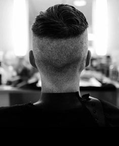 ✂️ 'Tommy's Back!' shared by Peaky Blinders Hair & Makeup Artist ✂️ 'Tommy's Back!' shared by Peaky Blinders Hair. Tommy Shelby Hair, Peaky Blinders Frisur, Peaky Blinders Hairstyle, Cillian Murphy Haircut, Thomas Shelby Haircut, Hair And Makeup Artist, Hair Makeup, Peaky Blinder Haircut, Peaky Blinders Tommy Shelby