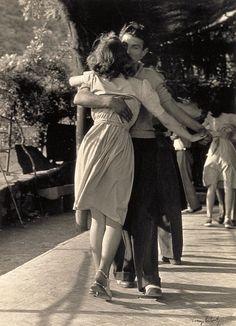 Dancing lovers.