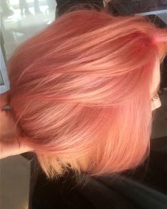 The most eye-catching hair color today is rose blonde, of head-turning rate.Pink mixed with light red, makes you cute and sexy, too perfect. Rose Blonde Hair, Rose Gold Hair Brunette, Peach Hair Colors, Peachy Pink Hair, Peach Hair Dye, Coral Hair, Pastel Hair, Grunge Hair, Cool Hair Color