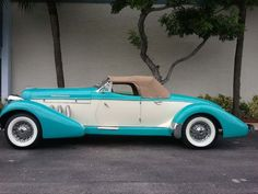 Duesenbergs ... Extremely Cool Cars!  Love the color!