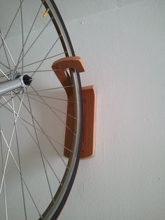 Hook soporte de pared para bicicletas por WoodOOcycles en Etsy