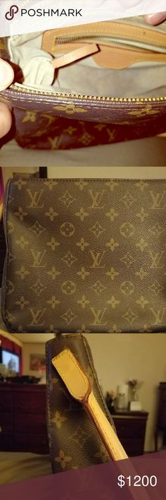 Louis Vuitton purse Small and simple Luis Vuitton purse. Louis Vuitton Bags Shoulder Bags