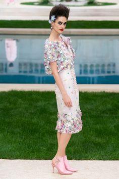 Chanel Parigi - Haute Couture Spring Summer 2019 - Shows - Vogue. Couture Chanel, Haute Couture Paris, Spring Couture, Haute Couture Fashion, Chanel Chanel, Chanel Paris, Chanel Fashion, Diva Fashion, Runway Fashion
