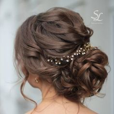 A little late to the insta-gallery game but here is one of my favourite hairstyles from the past bridal trials on fine, shoulderlength hair. She's wearing a hairpiece from my collection which is available in my Berlin studio. So excited for her May wedding!  . . #bridalhair #bohohair #bohobride #bridalupdo #makeupartist #makeup #mua #bridalmakeup #hairpiece #bridalhairstyle #updo #hairpiece #berlinmua #bridetobe #wavesandcontour  #hairinspo #hairinspiration #beyondtheponytail #instahair…
