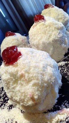 Πάστες Χιονούλα !!! ~ ΜΑΓΕΙΡΙΚΗ ΚΑΙ ΣΥΝΤΑΓΕΣ Cookbook Recipes, Sweets Recipes, Candy Recipes, Cooking Recipes, Greek Sweets, Greek Desserts, Greek Recipes, Greek Cake, Greek Cookies