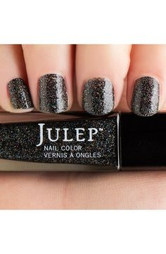 Perfect glitter nails without harmful chemicals