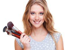 Статистика указывает, что дамы в Украине растрачивают больше 10% собственных заработков на косметику по уходу. Не считая самых необходимых средств гигиены, к покупкам в первую очередность относятся краски и лечебные препараты для волос, а еще декоративная косметика. На кремах и чистящих средствах почти все, до сих пор экономят. Верно ли это и как еще можно сдержаться в рамках мудрого при приобретении косметики?
