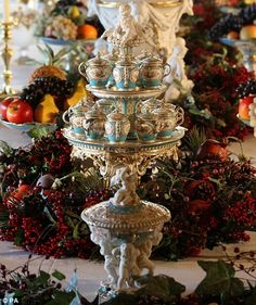 he table features a magnificent porcelain dessert service by Minton of Staffordshire which was purchased by the Queen at the Great Exhibition in 1851