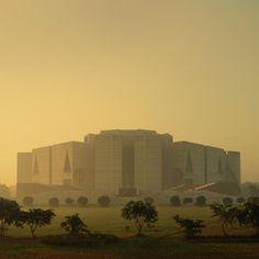 National Assembly Building of Bangladesh, Dakha  Louis Kahn
