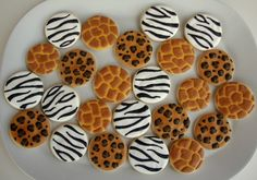 How to Make Giraffe Print Cookies - The Sweet Adventures of Sugar Belle Jungle Theme Birthday, Zoo Birthday, Royal Icing Cookies, Sugar Cookies, Crazy Cookies, Heart Cookies, Giraffe Cookies, Giraffe Cupcakes, Iced Biscuits
