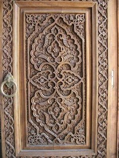 Carved doors in Uzbekistan Front Door Design Wood, Wood Design, Wood Carving Art, Wood Art, Islamic Patterns, Old Doors, Metal Wall Decor, Wooden Doors, Islamic Art