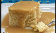 Plus de secrets pour le p'tit gâteau blanc et sa sauce au caramel de chez St-Hubert! Whole Food Recipes, Cake Recipes, Dessert Recipes, Cooking Recipes, Cake Ingredients, Yummy Treats, Delicious Desserts, Sweet Treats, Honey