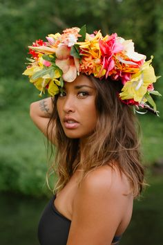 Cocos Trading Post with a Lei fit for a Queen. Hawaiian Woman, Hawaiian Girls, Hawaiian Flowers, Tropical Flowers, Polynesian Girls, Polynesian Dance, Polynesian Culture, Tahitian Dance, Estilo Tropical