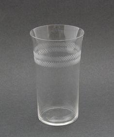 Kirkkaat juoma-, viini-, likööri-, snapsilasit & kahvi- ja teekupit | Astiataivas.fi - Vanhojen astioiden ystävien löytöpaikka Glass Of Milk, Shot Glass, Drinks, Tableware, Drinking, Beverages, Dinnerware, Tablewares, Drink
