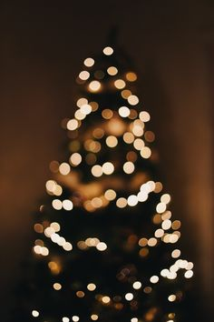 23 Clever DIY Christmas Decoration Ideas By Crafty Panda L Wallpaper, Aesthetic Iphone Wallpaper, Aesthetic Wallpapers, Christmas Hacks, Christmas Mood, Xmas, New Years Decorations, Christmas Decorations, Christmas Phone Wallpaper