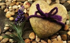 http://alliswall.com/love/love_stone_gift