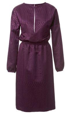 Платье с глубоким вырезом горловины