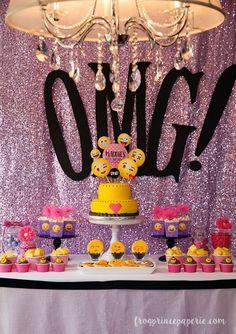 Que tal se inspirar nos emojis e criar um tema de festa mega divertido e inusitado?   Este tema é perfeito para aniversários, confraternizações e chás pré-casamento.   Vem dar uma olhada nas ideias que encontramos e compre todos os itens para a sua festa na loja da Aluá:  Adereços e artigos emoji: https://goo.gl/RGUUfr  Descartáveis para festa: https://goo.gl/XvzVo4