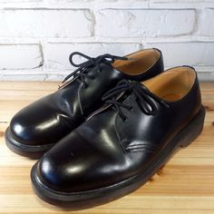 DOCTOR Doc Dr. MARTEN Men's Shoes ~ Black Leather Smooth Three Eye Oxfords ~ 9M  #DrMartens #Oxfords