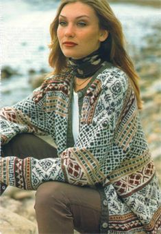 like how scarf is tied Fair Isle Knitting Patterns, Fair Isle Pattern, Knitting Stitches, Knit Patterns, Knitting Ideas, Norwegian Knitting, Knit Cardigan, Knitwear, Knit Crochet