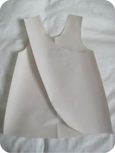 dee*construction: Make my Week - draft your own pattern - pinafore- Schürzenkleid Diy Clothing, Sewing Clothes, Clothing Patterns, Doll Clothes, Sewing Patterns, Baby Patterns, Kids Dress Patterns, Sewing Hacks, Sewing Tutorials