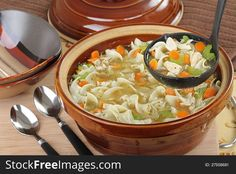 Homemade Chicken Soup, Chicken Noodle Soup, Cold Night, Italian Seasoning, How To Cook Pasta, Noodles, Main Dishes, Favorite Recipes, Stuffed Peppers