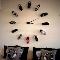 Brilliant wall clock idea. Perfect for a teenage boy or young man's room!