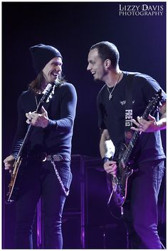 llzzy: Myles Kennedy & Mark Tremonti of Alter Bridge at Carnival of Madness in Fayetteville, NC enjoying performing together. Alter Bridge, Rock N Roll, Mark Tremonti, Myles Kennedy, Music Mix, My Favorite Music, Alters, Music Stuff, Music Is Life