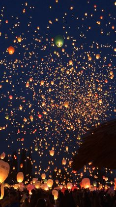 floating lanterns background results - ImageSearch Wallpaper Sky, Cute Wallpaper Backgrounds, Pretty Wallpapers, Disney Wallpaper, Phone Backgrounds, Iphone Wallpaper, Floating Lanterns, Sky Lanterns, Aesthetic Backgrounds