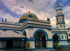 Exploring the sights of #ipoh today and came across this beautiful Mosque #malaysia #perak #architecture #mosque #travelsoutheastasia #passportready #travelgram