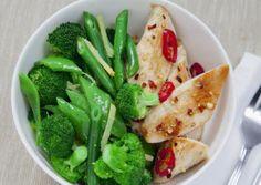 Dieses Gericht überzeugt nicht nur durch intensiv grünes Gemüse, sondern auch mit pikantem Geschmack.