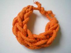 bransoletka pleciona ze sznurka, pomarańczowa